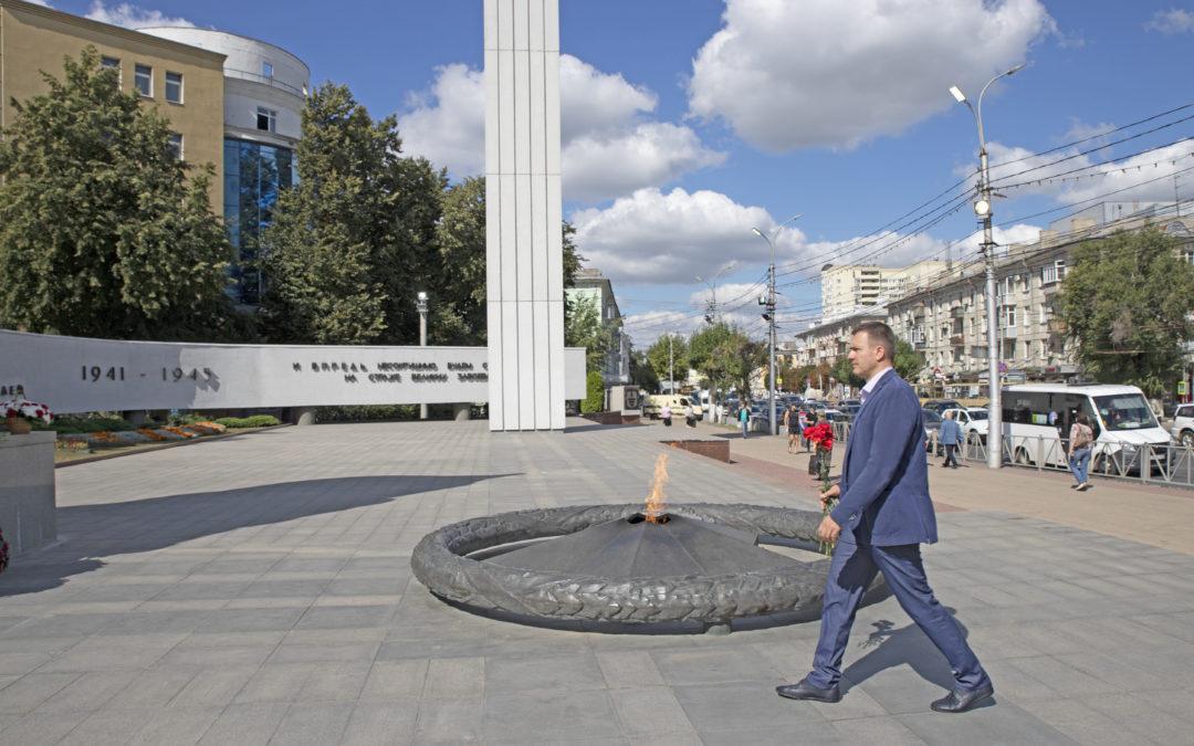 Григорий Парсентьев возложил цветы к Вечному огню